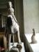 krönt av en kvinnofigur med palmkvistar