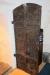 Dörren till sakristian är gjord av sk myrmalm och är från 1400-talet.