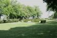 Kyrkogården är vacker och välskött.