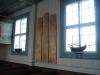 Två kyrkskepp och tre plankor med namn på Käringöbor som dött på havet.