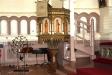 Predikstolen med sina sex fält av skulpturer av svenska märkesmän  i den svenska kyrkohistorien.
