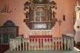 Altaruppsatsen anskaffades av dåvarande patronus översten Daniel Bildt.