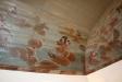 Del av taket i kyrkan med sina vackra målningar.