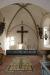 Altaret och det stora krucifixet.