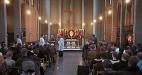 Visar en högmässa i S:t Laurentii kyrka