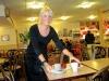 Flitiga servitriser på Konditori Flanaden i Oskarshamn.