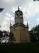 Klockstapeln står ganska långt ifrån kyrkan