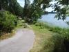 Det är trevligt att sitta nere vid sjökanten.