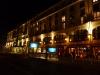 Kvällsbild på hotellet. Nedgång till U-bahn alldeles utanför.